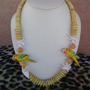 1980s Wood Parrots Sea Shell Necklace 23.5 Inches